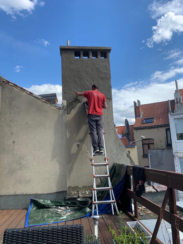 Une reprise de maçonnerie sur une cheminée conséquente